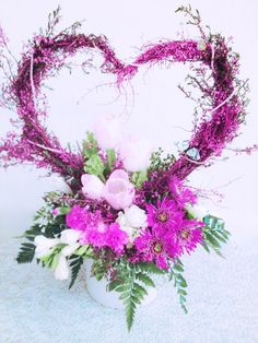 This heart shape arrangement is good for Valentine's day