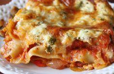 Húsos gombás lasagne rengeteg sajttal és bazsalikomos paradicsomszósszal, fantasztikusan finom!