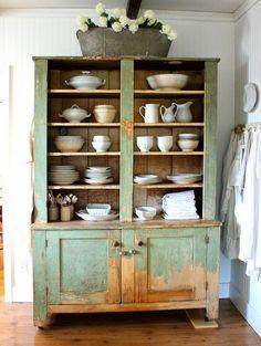 Trendy ideas for vintage kitchen hutch farmhouse style Kitchen Hutch, Rustic Kitchen, Rustic Farmhouse, Vintage Kitchen, Kitchen Decor, Farmhouse Style, Bathroom Vintage, Rustic Buffet, Farmhouse Sinks