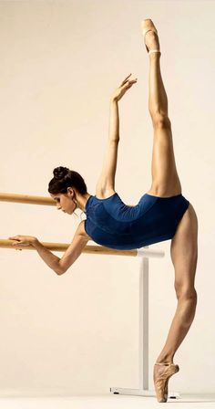Practice This Strengthening Yoga Sequence For a Beach Body All Year Long - Yoga Bodybuilding Training, Dance Aesthetic, Dance Photography Poses, Ballet Dance Photography, Dance Academy, Dance Art, Yoga Dance, Dance Quotes, Ballet Beautiful