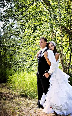 Regina--Yorkton-Wedding--Photography-7.1--couple-by-lake