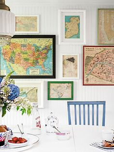 wall of maps.In the breakfast nook, inexpensive framed maps creatively chronicle the family's travels. Read more: Beach House Decorating Ideas - Beach House Decor - Country Living collect the maps from the tourist office of the cities visited Free Printable Art, Free Printables, Printable Maps, Framed Maps, Wall Maps, Wall Mural, Vintage Maps, Antique Maps, Vintage Frames