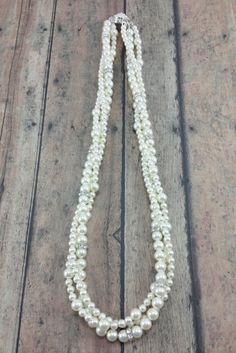 Megan necklace: Twisted pearl statement necklace // Bride Necklace // Pearl Bridal Jewelry // Click now to buy