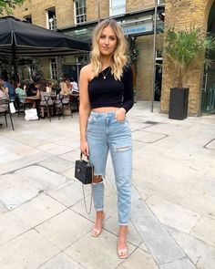 5 cortes de jeans que te harán ver más delgada | Mujer de 10 Casual Bar Outfits, Casual Going Out Outfits, Dinner Outfits, Heels Outfits, Night Outfits, Trendy Outfits, Summer Bar Outfits, Girly Outfits, Going Out Outfits For Bars