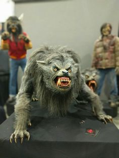 Bad ass model of the werewolf from An American Werewolf in London Classic Horror Movies, Horror Films, Horror Art, Of Wolf And Man, American Werewolf In London, Werewolf Art, Vampires And Werewolves, Famous Monsters, Halloween Art