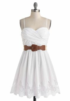 """Country Craft Festival Dress, I love the """"simple white dress"""" look! Beauty And Fashion, Cute Fashion, Look Fashion, Dress Fashion, Simple Dresses, Casual Dresses, Short Dresses, Summer Dresses, Floral Dresses"""