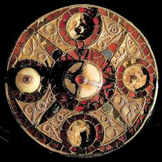 Anglo-Saxon disc brooch in the Ashmolean Museum    Gold shell glass garnet 600-700AD