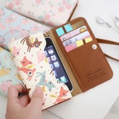 Vintage Pattern Smartphone Wallet  http://www.mochithings.com/phone-cases/vintage-pattern-smartphone-wallet/3227#