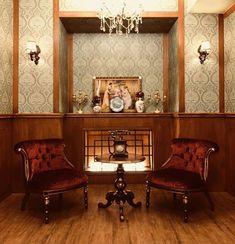 안녕하세요😊 익선동에 위치한 개화기 경성시대 의상대여 전문점 경성의복입니다. 경성의복은 여러분을 맞이하기위해 열심히 꽃단장하고있어요.😀 멋진모습으로 찾아뵐게요. 8월 24일 오픈! #경성의복 #익선동#이색데이트 #경성시대 #의상대여 #복고풍… Wood Cafe, Studio Interior, Fashion Project, New Art, Entryway Tables, Exterior, Retro, Projects, House