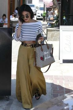 Street style - Gucci Pants - Ideas of Gucci Pants - Street style Estilo Vanessa Hudgens, Vanessa Hudgens Style, Street Style Inspiration, Mode Inspiration, Look Fashion, Girl Fashion, Fashion Outfits, Womens Fashion, Fashion Trends