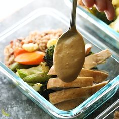 (SUB TOFU) Thai chicken lunch bowls have roasted vegetables and chicken served over rice with a tangy peanut sauce. Easy to prep and keeps well for four day! Cheap Clean Eating, Clean Eating Snacks, Eating Healthy, Lunch Meal Prep, Healthy Meal Prep, Tasty Videos, Food Videos, Lunch Recipes, Healthy Dinner Recipes