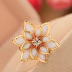 Lotus Ring http://crazyberry.in/online-shopping/artificial-imitation-fashion-jewellery/lotus-cocktail-gold-ring