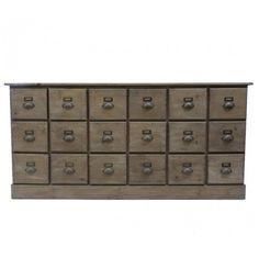 Vintage apothekerskast uit Frankrijk. Afmetingen: 170 x 50 x 83 cm. Lades geschikt voor A4 papier.