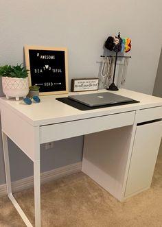 Looking for the best student desks that fit small spaces, corners, & bedrooms? - New Ideas Desk Hutch, Desk Shelves, Desk Storage, Desk For Girls Room, Girl Desk, Desks For Girls, Student Room, Student Desks, Desk Inspo