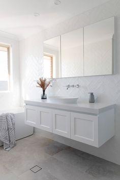 5 Ways To Design A Timeless Bathroom Bad Inspiration, Bathroom Design Inspiration, Bathroom Design Small, Bathroom Interior Design, Bathroom Design Layout, Bathroom Vanity Designs, Hampton Style Bathrooms, Coastal Style Bathrooms, Costal Bathroom