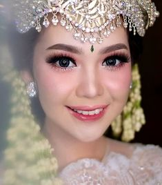 Outstanding Easy Steps to Perform Wedding Make Up A woman's wedding day is a dream, even planned since childhood while playing swing in the playground. When that time finally arrives, a lot of things . Muslim Wedding Dresses, Wedding Hijab, Dream Wedding Dresses, Wedding Gowns, Natural Wedding Makeup, Bridal Makeup, Wedding Make Up, Wedding Day, Wedding Quotes