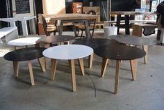 Ronde salontafel 149 EURO Stalen tafelblad in kleur naar keuze, eikenhouten poten. Kijk op www.leveninstijl.nl of kom langs in onze grote showroom! #rondetafel #salontafelrond #industrieel #industrieletafel