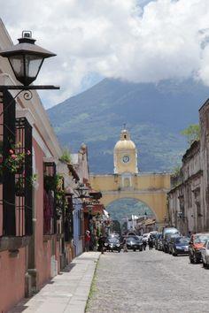 Antigua, Guatemala...Calle Del Arco