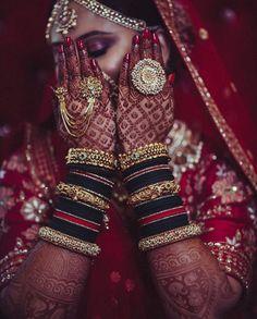 Indian bridal photoshoot fashion styles 30 Ideas for 2019 Indian Wedding Couple Photography, Bridal Photography, Bridal Looks, Bridal Style, Indiana, Bridal Bangles, Gold Bangles, Bridal Jewelry, Bridal Accessories