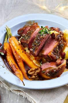 Duck breast with orange sauce and oven-roasted carrots-Entenbrust mit Orangensoße und Ofen-Möhren Fast dinner for everyone who doesn& want to be stressed out. Easy Smoothie Recipes, Good Healthy Recipes, Healthy Smoothies, Healthy Snacks, Carrot Recipes, Coconut Recipes, Oven Roasted Carrots, Seafood Recipes, Dinner Recipes