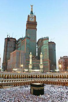 As torres também são conhecidas como Mecca Royal Hotel Clock Tower. O edifício detém vários recordes: o mais alto hotel do mundo, a mais alta torre de relógio do mundo, e o maior mostrador de relógio do mundo.( Meca, Arábia Saudita)