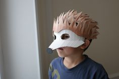 Make hedgehog mask yourself Book Day Costumes, Diy Costumes, Halloween Costumes, Cardboard Costume, Cardboard Mask, Mascaras Halloween, Paper Mask, Cute Hedgehog, Animal Masks