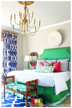 Kelly Green, Navy, and Pink Master Bedroom Bold, Colorful, Preppy Bedroom Dimples and Tangles Pink Master Bedroom, Guest Bedroom Decor, Bedroom Green, Master Bedroom Design, Bedroom Colors, Bedroom Ideas, Diy Bedroom, Master Bedrooms, Bedroom Modern