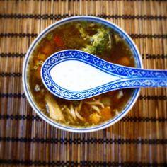 JeanneDôme: Κίνα-Chez Jeanne-Σούπα με κοτόπουλο νουντλς και λαχανικά Soup, Sweets, Foods, Tableware, Recipes, Food Food, Food Items, Dinnerware, Gummi Candy