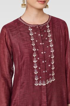 Ladies Kurta - Buy Roma Kurta for Women Online - - Anita Dongre Embroidery Suits Punjabi, Embroidery On Kurtis, Hand Embroidery Dress, Kurti Embroidery Design, Embroidery Neck Designs, Embroidery On Clothes, Embroidery Stitches, Machine Embroidery, Kurta Designs Women