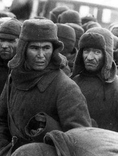 Фото: Советские солдаты, попавшие в плен под Вязьмой