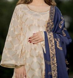 fashion in clothing Stylish Dresses For Girls, Stylish Dress Designs, Casual Dresses, Fashion Dresses, Women's Fashion, Beautiful Pakistani Dresses, Pakistani Formal Dresses, Pakistani Dress Design, Pakistani Fashion Party Wear