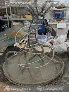 Sculpting Concrete Faux Bois Concrete Tree Table Step by Step Concrete Sculpture, Concrete Forms, Concrete Table, Concrete Cement, Concrete Crafts, Concrete Garden, Concrete Projects, Concrete Design, Art Concret
