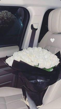 Boquette Flowers, Luxury Flowers, Flower Boxes, My Flower, Beautiful Flowers, Classy Aesthetic, Bad Girl Aesthetic, White Aesthetic, Aesthetic Iphone Wallpaper