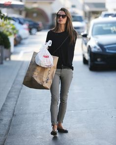Alessandra Ambrosio and Daughter Anja have lunch in Brentwood, CA - November 17, 2013