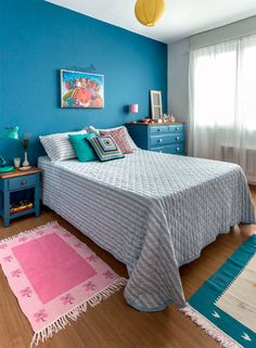 Heats the room, walls and furniture in blue - Blue Bedroom - - Indian Bedroom Decor, Bedroom Decor, Blue Bedroom, Room Decor Bedroom, Indian Bedroom, Bedroom Diy, Bedroom Makeover, Home Decor, Home Bedroom