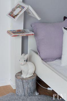 Tusen takk + nattbord  DIY    Fru Fly. Bunny lamp on a stump