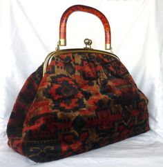 50s Carpet Bag - perfect for storing her needles (originally from the Agatha Christie page - I think it is similar to Julia's, only without the red ....)