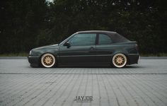 Found on Bing from hiveminer.com Vw Golf Cabrio, Golf Mk3, Weird Cars, Cool Cars, Vw Cabriolet, Ride Or Die, Mk1, Volkswagen Golf, Porsche