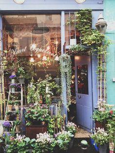 Garden shop, flowers и store fronts. Garden Cafe, Garden Shop, Shop Fronts, Flower Market, Flower Shops, Flower Cafe, Planting Flowers, Flowers Garden, Beautiful Places