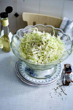 Unser beliebtes Rezept für Klassischer Weißkohlsalat und mehr als 55.000 weitere kostenlose Rezepte auf LECKER.de.