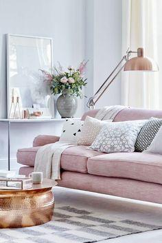 farbige wände wohnzimmer hellblaue wandfarbe hellrosa sofa