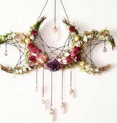 Pagan crafts - Flower crystal crescent moon dream catcher inspired hanging decoration > boho nature decor for the home Boho Dekor, Witch Decor, Pagan Decor, Spiritual Decor, Arts And Crafts, Diy Crafts, Moon Crafts, Bible Crafts, Creative Crafts