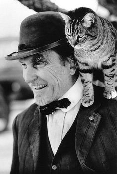 Tabby cat and Robert Duvall-shaped perch Animal Gato, Mundo Animal, Crazy Cat Lady, Crazy Cats, I Love Cats, Cool Cats, Celebrities With Cats, Men With Cats, Robert Duvall