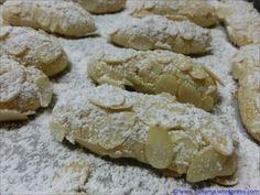 Italian Cookie Recipes, Italian Cookies, Italian Desserts, Italian Pastries, Good Food, Yummy Food, Almond Paste, Pastry Art, Macaron Recipe