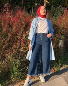 Chic Ways To Wear Denim Culottes For Hijab Style – Hijab Fashion 2020 Hijab Fashion Summer, Muslim Fashion, Korean Fashion, Fashion Outfits, Winter Fashion, Denim Culottes Outfits, Denim Outfit, Casual Hijab Outfit, Hijab Chic