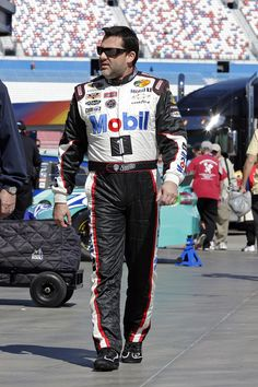 """Mobil 1 """"The Grid"""" - In this episode of Pit Pass, Tony Stewart talks about how to go from the back of the pack to the front of the pack."""