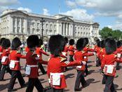 Royal guards marching at Buckingham Palace #london #royal #england
