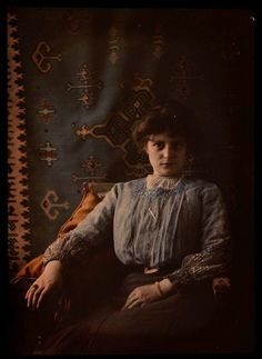 Women in Early Color Photography: 41 Stunning Pictures of Edwardian Beauties From Between the and ~ vintage everyday Art Nouveau, Belle Epoque, Old Pictures, Old Photos, Antique Pictures, Vintage Photographs, Vintage Photos, Color Photography, Portrait Photography