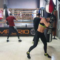 Nada mejor para terminar la semana Nothing better to end the week #40andfit #healthylife #keepgoing #strongisthenewsexy #gym #emporiobarcelo #hitashardasyoucan #superwomen #boxing #workyourbody #superpower #fridayworkout #letssweat #lovetotrain #boxingday #boxinglife #boxingworkout #lovetohitit #timeforworkout #sweatdontcry #removesadness #tothetop #theskyisthelimit #combat #lovetotrain #bestversionofme #setyourgoals #thisisme #fitphysique