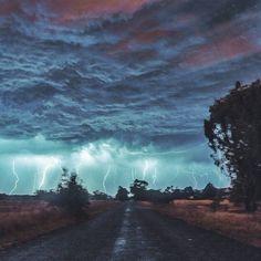 Long exposure of a storm in Baldivis, Western Australia | Photo by Dylan van Dijk (via Best Earth Pics on Twitter)